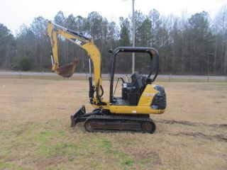 2001 Caterpillar 302.  5 Mini Excavator photo