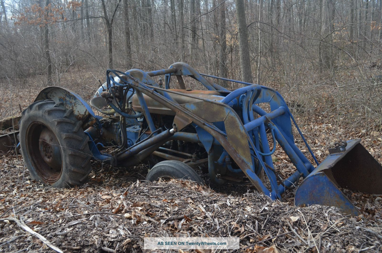 Ford 600 Tractor Farm : Ford tractor with loader new point hitch