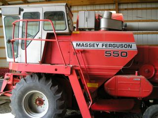 Massey Ferguson 550 Combine photo