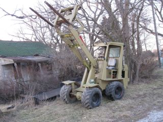 4 Wheel Drive Articulated Loader,  4 Cyl.  Perkins,  Hydrostactic Drive,  Forks photo