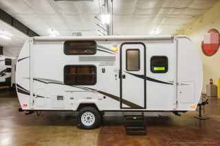 2013 Lite Weight Travel Trailer 19fd photo