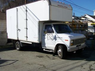 1988 Ford E350 Cutaway Box Truck photo