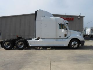2004 Freightliner Columbia L120 photo
