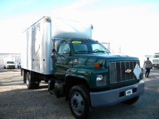 2000 Chevrolet C6500 13ft Box Truck photo