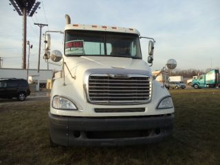 2005 Freightliner Conventional photo