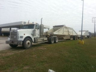 2001 Freightliner Classic photo