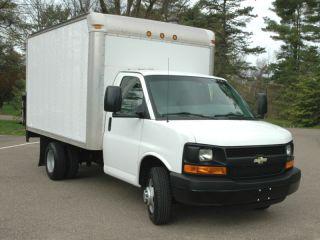 2008 Chevrolet Cutaway 12 ' Box Truck,  Lift photo
