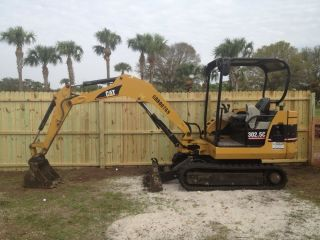 2006 Caterpillar Mini Excavator photo