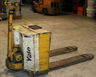 Yale Mpb040 Battery Operated Pallet Jack 80 ' S Or 90 ' S Vintage photo