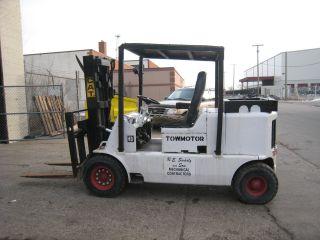 Caterpillar Towmotor 860pg9024 9000 Lb Capacity Gas Forklift Pneumatic Tire photo