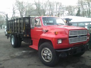 1989 Ford F700 photo