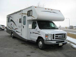 2008 Winnebago 31c photo