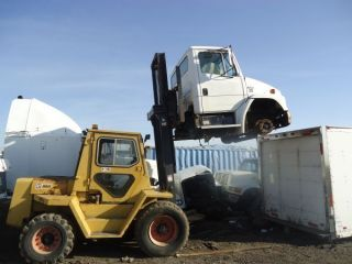 Forklift Diesel Caterpillar R80 photo