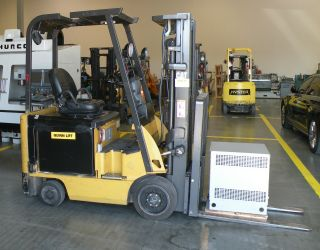 Cat E3500 Electric Forklift photo