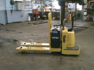 Yale 6000 Lb Electric Pallet Jack photo