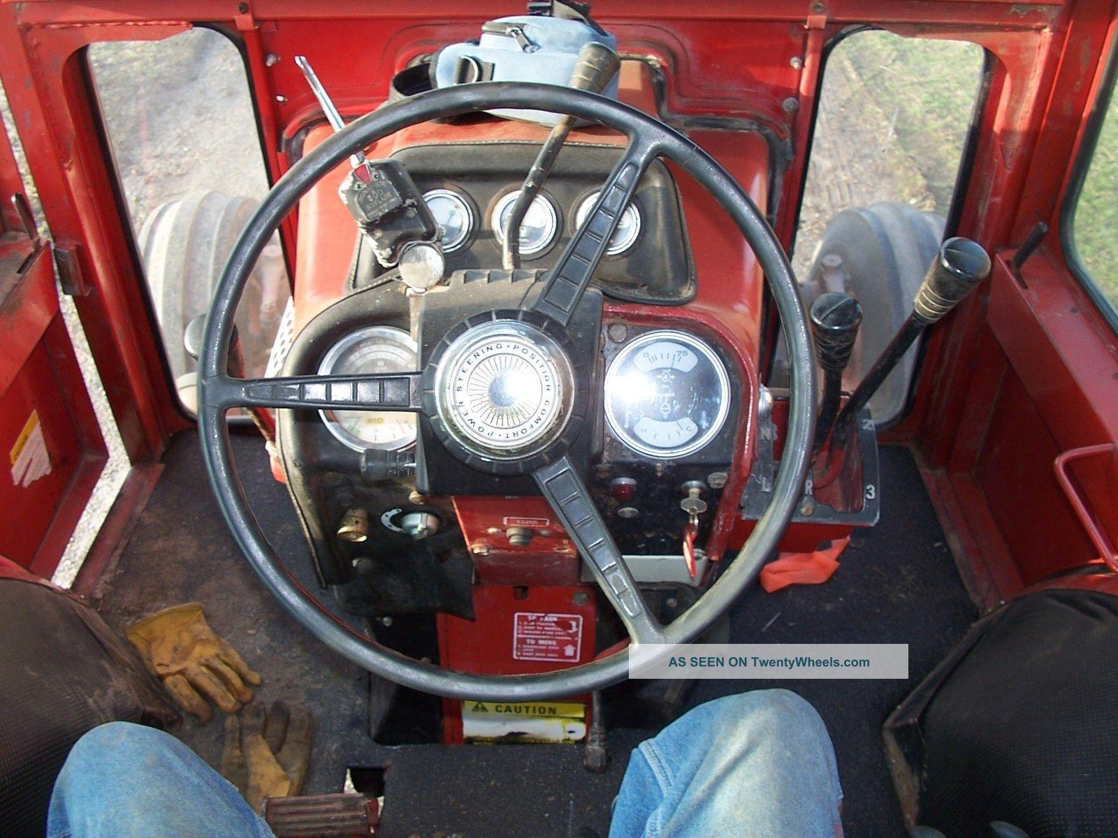 International 1568 V8 Tractors photo
