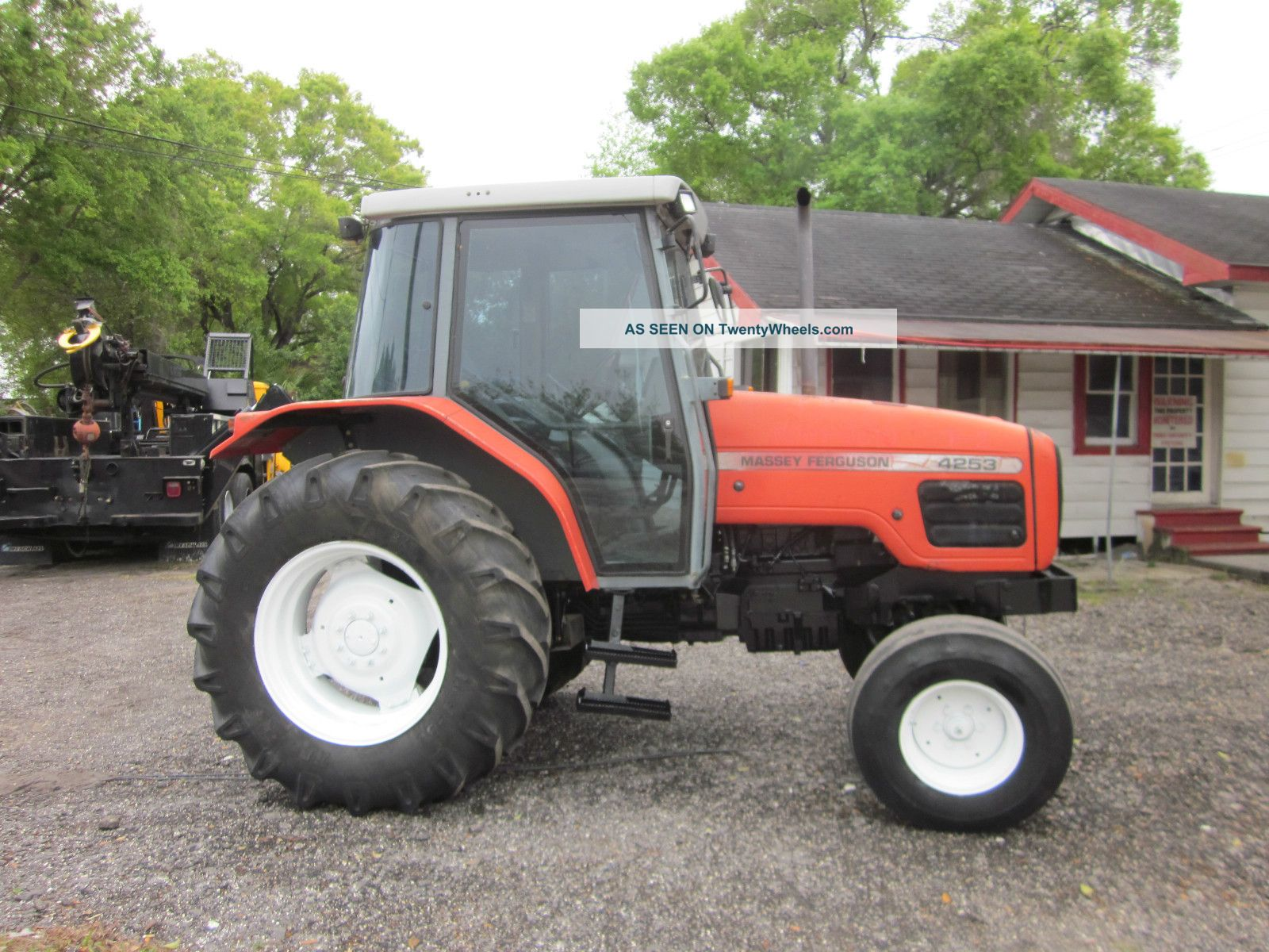 2001 Massey Ferguson 4253 Tractor Enclosed A/c Cab Tractors photo