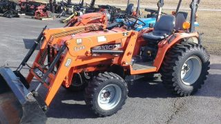 2002 Agco St30 Compact Loader Tractor.  30 Hp Iseki.  Hydrostatic.  One Owner photo