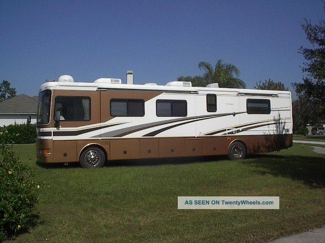 2004 Fleetwood Bounder 38n Diesel Pusher Class A RVs photo