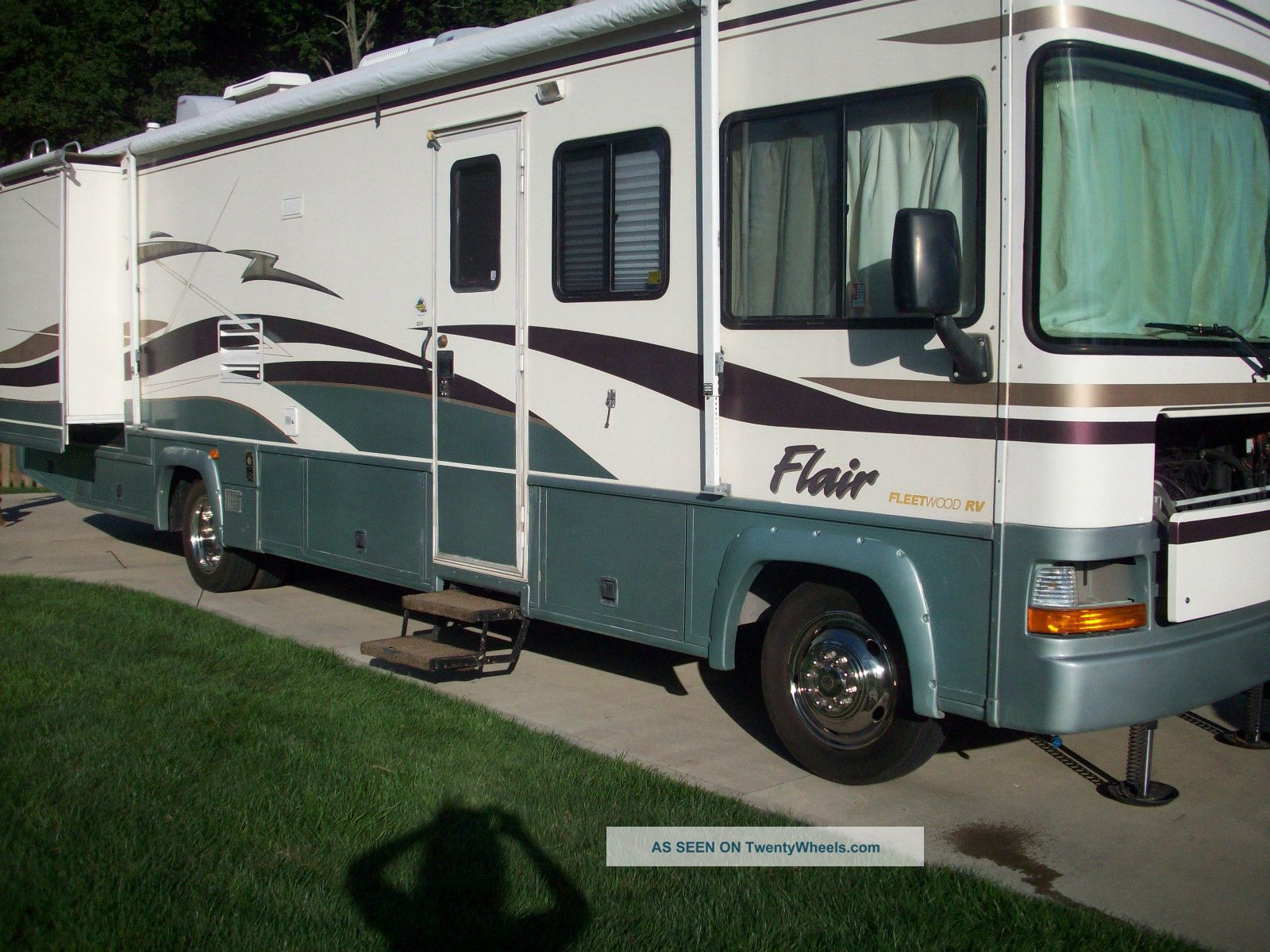 2000 Fleetwood Flair 32v Class A RVs photo
