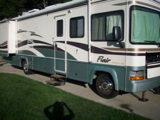 2000 Fleetwood Flair 32v photo