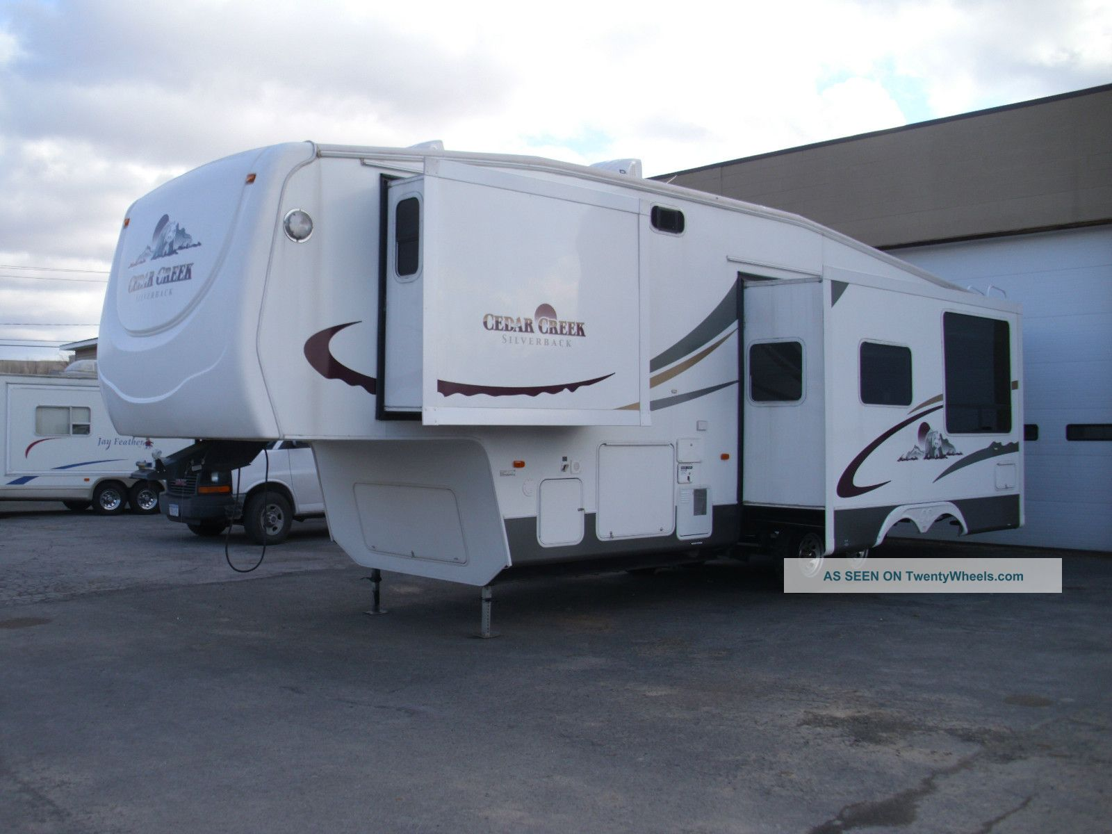 2006 Forest River - Cedar Creek 33lbhts Silverback Fifth Wheel RVs photo