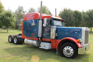 1997 Peterbilt Conventional photo