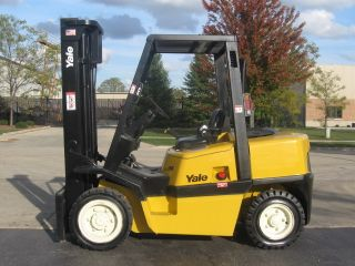 2002 Yale 8000 Lb Capacity Forklift Lift Truck Pneumatic Tire Triple Stage Mast photo