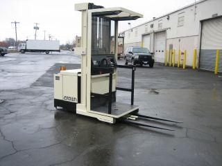 Crown Forklift Order Picker 3000lb Capacity 210