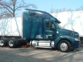 2004 Freightliner Columbia photo