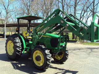 John Deere 5525 Tractor W/loader - 4wd photo