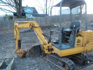 Jcb 801.  5 Mini Excavator 3 Cylinder Diesel Engine Needed Or Equip Parts Machine photo