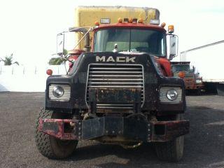 1988 Mack Dm690s photo