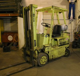 White Ma30h Forklift photo
