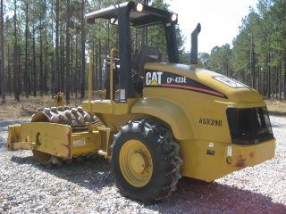 2005 Cat Cp433e photo