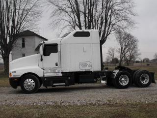 2004 Kenworth T - 600 photo