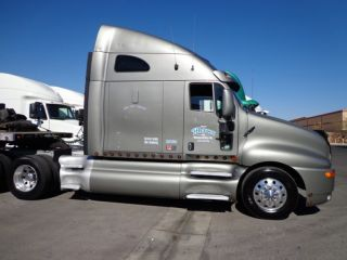 2004 Kenworth T2000 photo