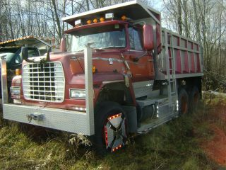 1979 Ford Lt 8000 photo