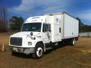 1998 Freightliner Fl70 photo