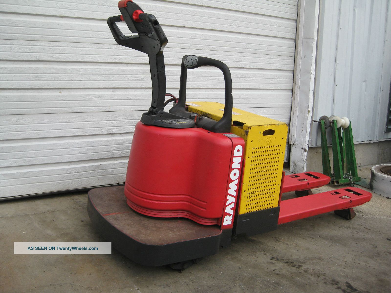 Raymond Electric Pallet Jack T112 Ride On 6 000 Lb Capacity