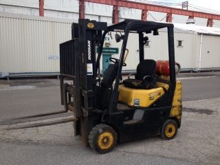 Doosan 4,  000 Lbs Forklifts Triple Mast Side Shift,  Fork Lift Truck - photo
