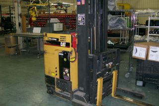Standup Forklift,  Caterpillar 1999 Modal Nrr30 photo
