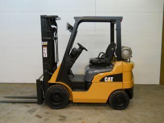 2007 Caterpiller 3000 Lb Capacity Forklift Lift Truck Pneumatic Tire Painted photo