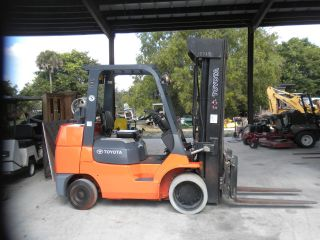 Toyota 8000lbs Propane Forklift photo