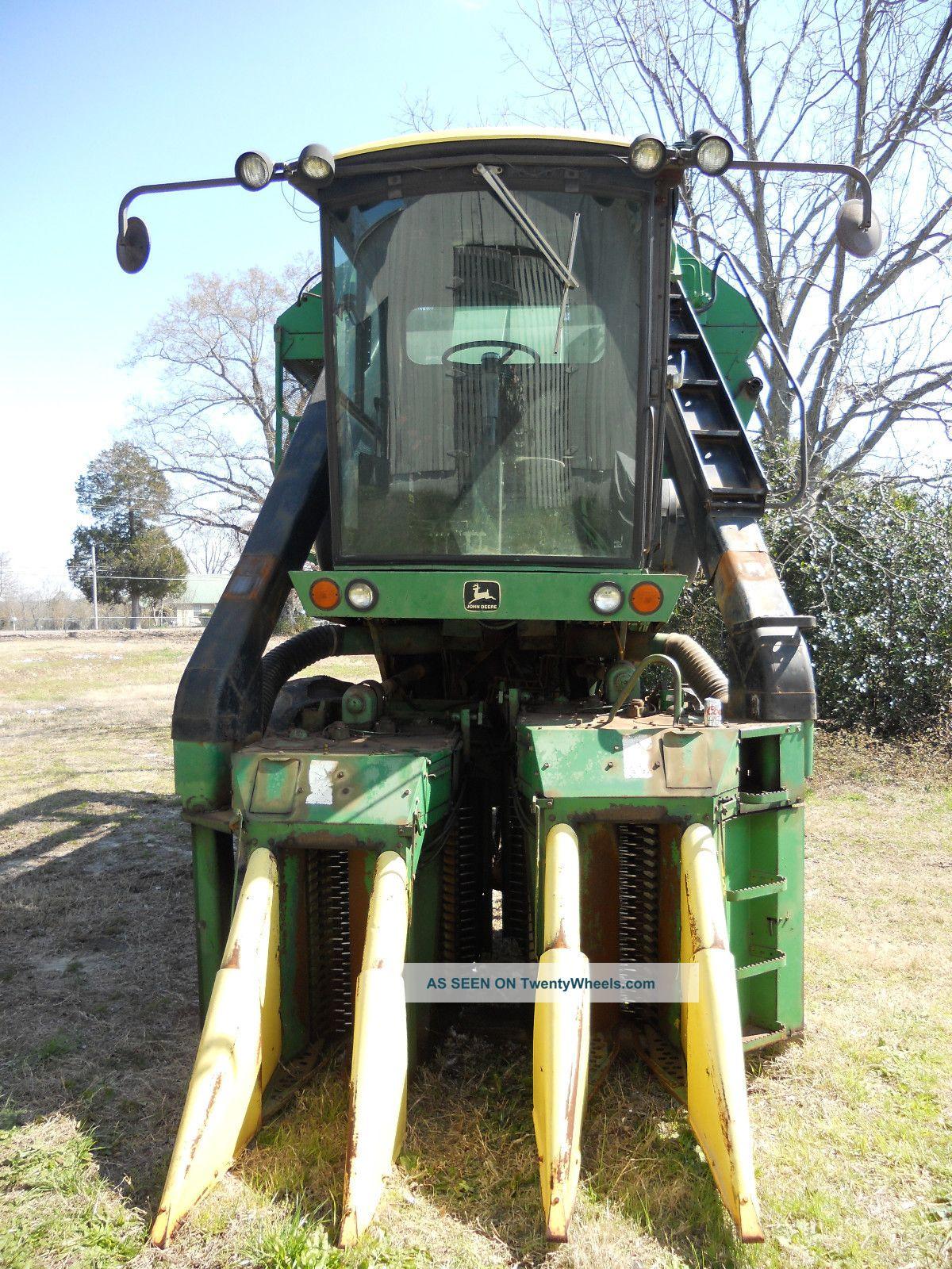 John Deere 9920 Cotton Picker Combines photo