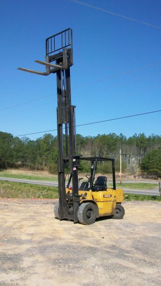 Caterpillar Forklift Model Dp30 Pneumatic Tire 1998 3 Stage Mast 6,  000lbs. photo