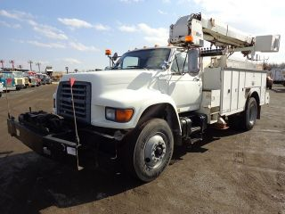1995 Ford F800 Digger Derrick Bucket Truck photo