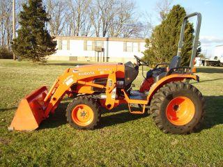 Kubota B3300su 4x4 Loader Tractor photo
