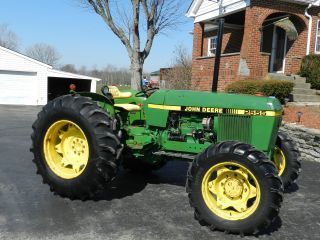 John Deere 2555 Tractor - 4x4 - With photo