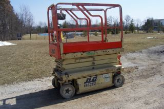 2001 Jlg 1932 - E2 Electric Scissors Lift photo